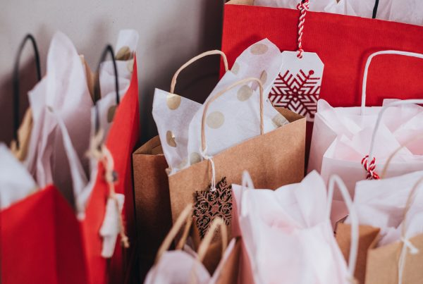 12 Holiday Shopping Tips You'll Be Thankful For - Gift Bags
